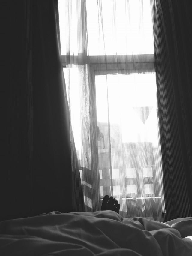 熟悉的陽光陌生的床